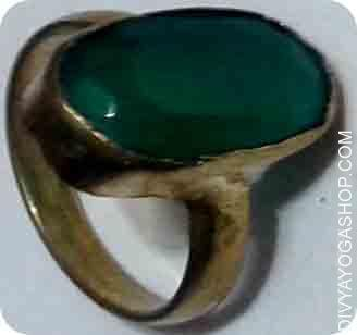 Green stone ring Green magnificence and the that means of the stone. Some individuals additionally select emerald attributable to cheaper worth..