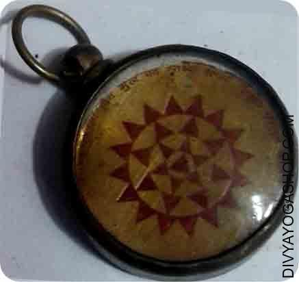 Shree yantra pendent Sri Yantra - is a powerful positive power symbol. Sri Yantra is known to usher in peace, prosperity, harmony...